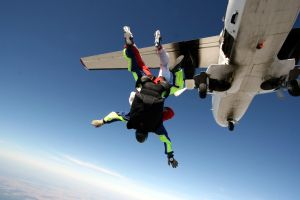 1043013_skydiving.jpg